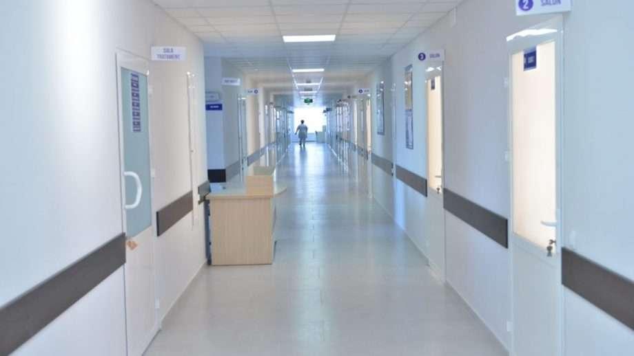 Q&A! Pot să mă deplasez pentru a-mi lua de la spital soția și copilul minor?