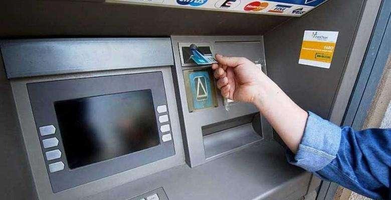 Q&A! Ce fac cei care sunt obligați să meargă la bănci pentru diferite operațiuni obligatorii subzistenței, etc?