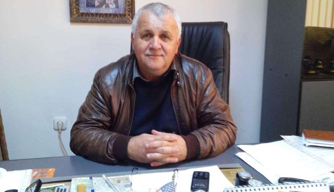 ODOBEȘTI: Primarul Niculae Alecu dezinfectează comuna și împarte măști de protecție cetățenilor pentru a preveni aparitia COVID-19!