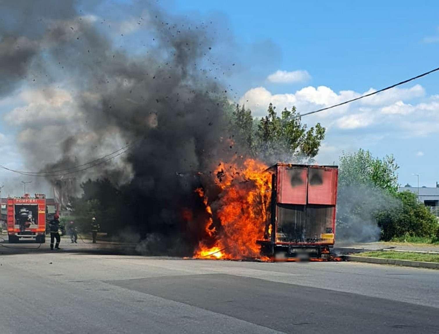 Dâmbovița: Remorca unui autotren s-a făcut scrum în municipiul Târgoviște