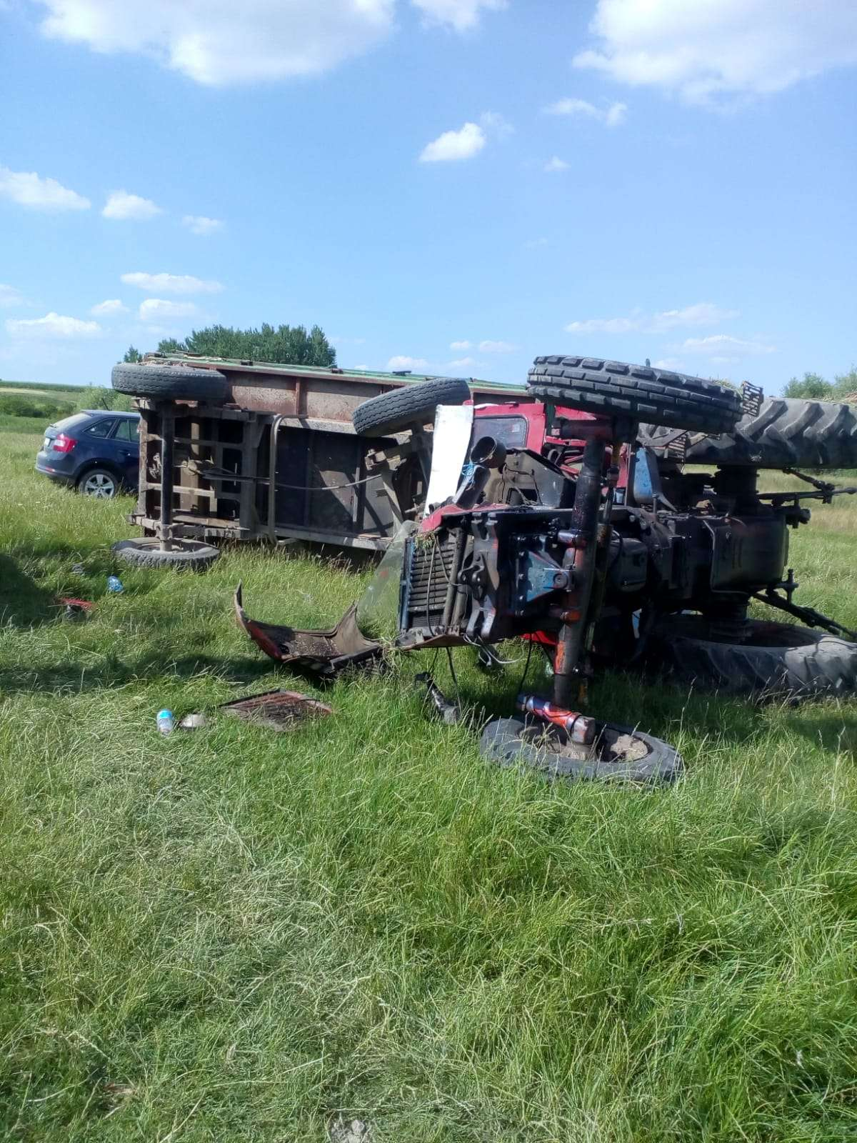 Bărbat preluat de elicopterul SMURD după ce a căzut tractorul peste el