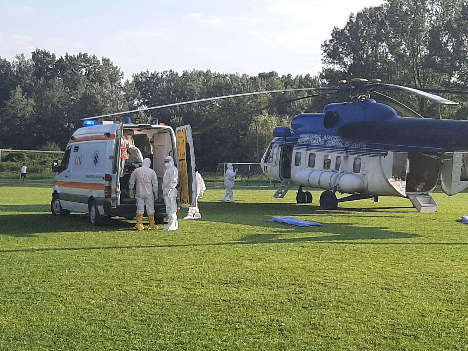 Trei pacienți cu COVID-19 aflați în stare gravă, au fost transferați cu elicopterul la alte spitale