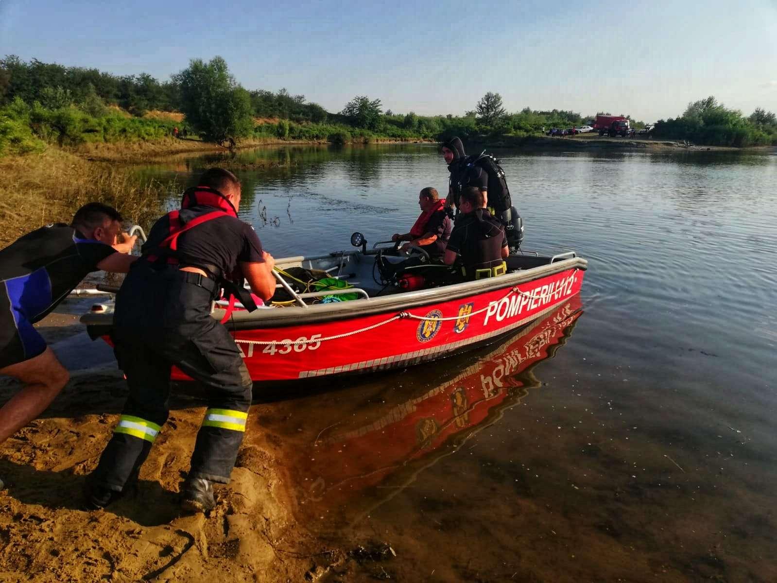 O tânără de 17 ani a sfârșit în apele răului Argeș în timp ce se afla la scăldat