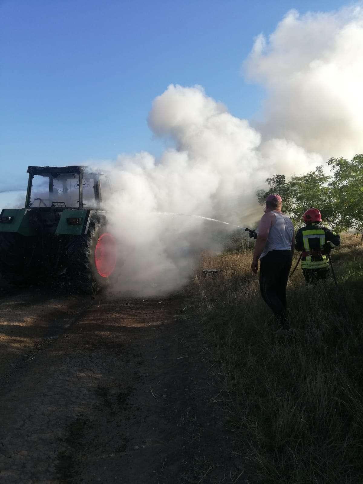 I-a luat foc tractorul în timp ce se afla la efectuarea de lucrări agricole