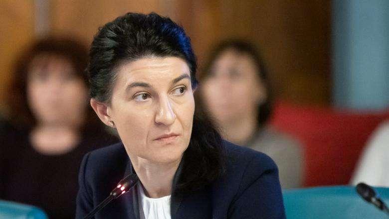 Ministrul Violeta Alexandru, ANUNȚ despre majorarea PENSIILOR. Ce face PNL