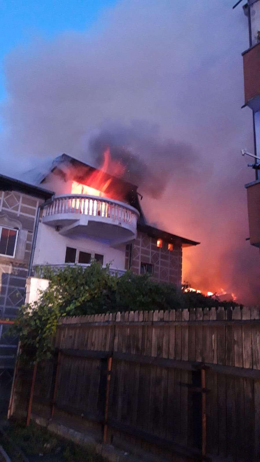 Incendiu puternic pe Șoseaua Chitilei, din București! 22 de persoane au fost evacuate!