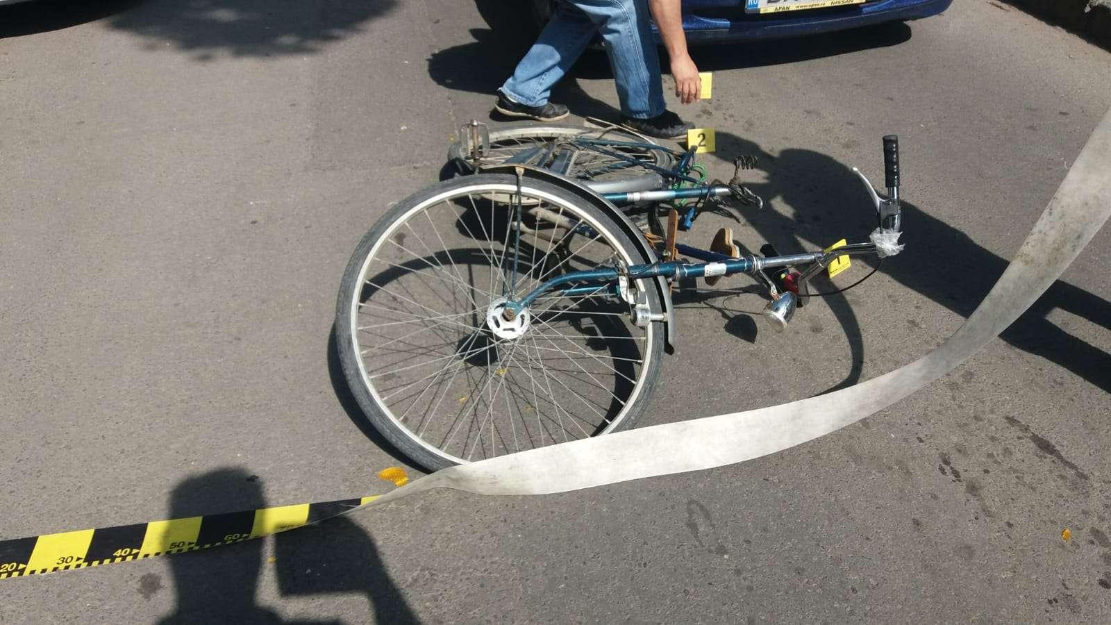 Accident mai puțin obișnuit! L-a lovit cu portiera autoturismului, s-a lovit la cap și a decedat!
