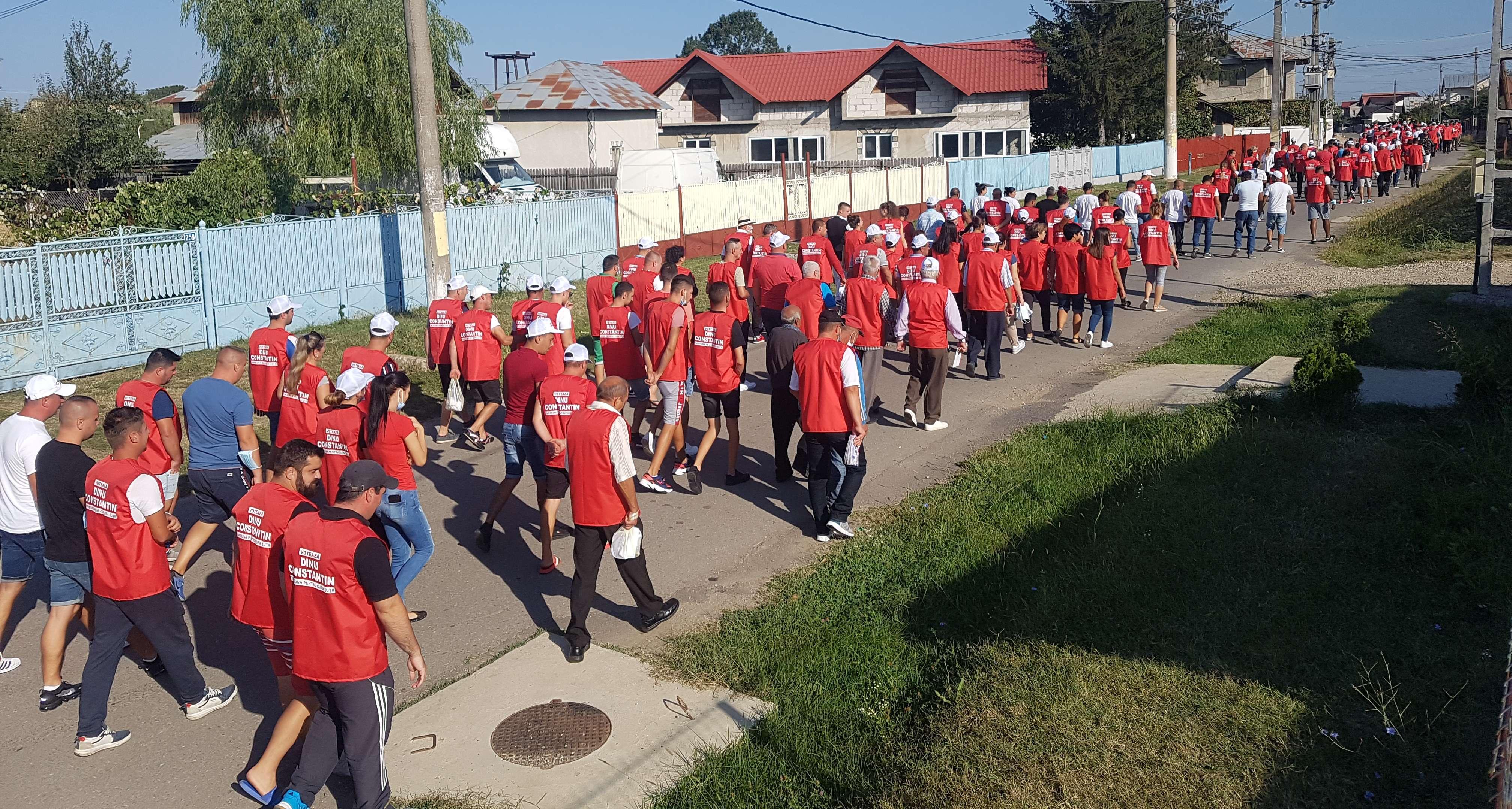 GURA ȘUȚII: Sute de oameni pe străzi alături de primarul Constantin Dinu!