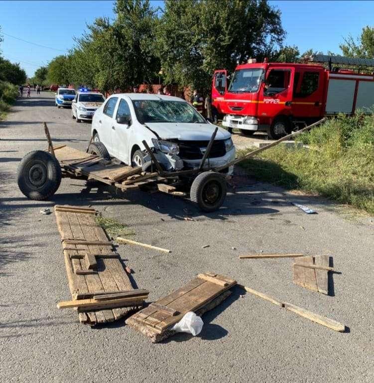 Accident violent la Movilița! O căruță a fost lovită în plin de un autoturism!