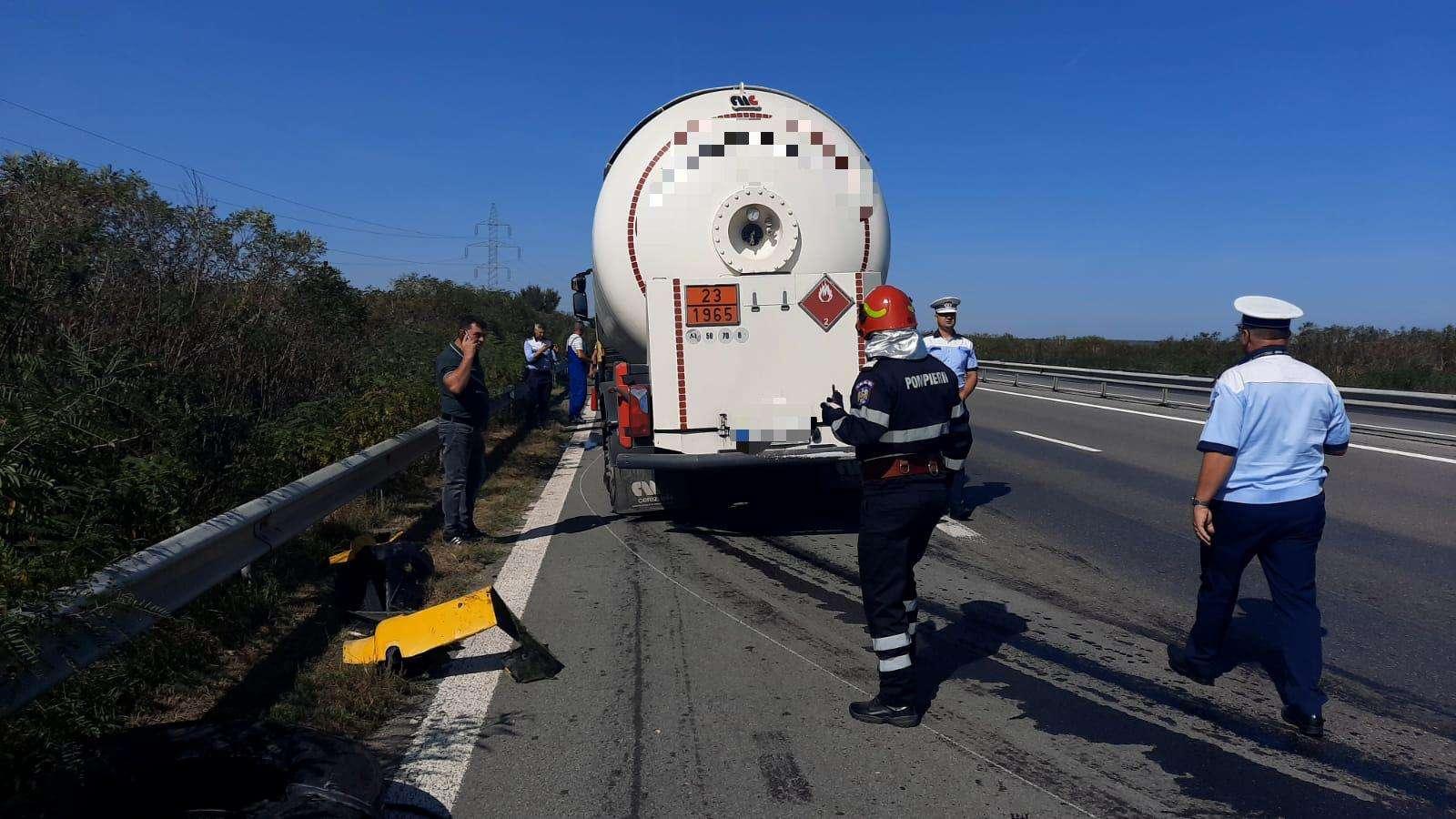 Accident pe Autostrada A1! O cisternă a rupt balustrada și a intrat pe sensul opus!