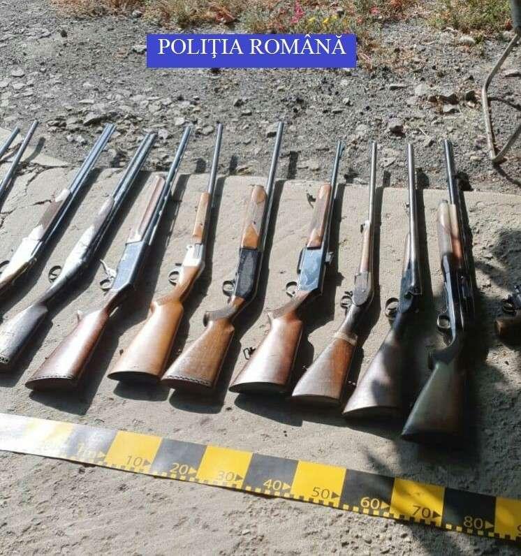11 ARME DE VÂNĂTOARE, DEȚINUTE ILEGAL, DESCOPERITE DE POLIȚIȘTI