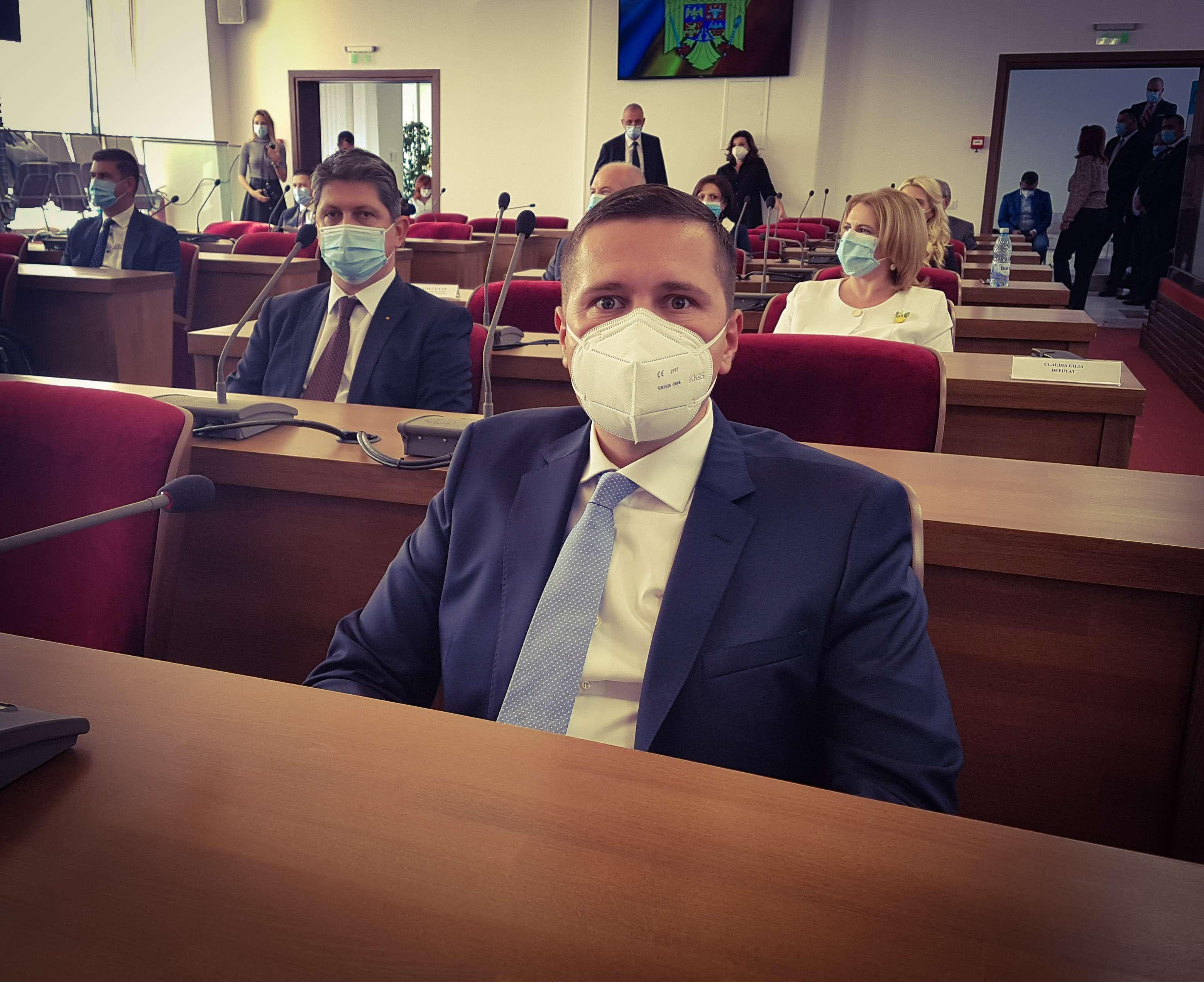 CORNELIU ȘTEFAN, NOUL PREȘEDINTE AL CONSILIULUI JUDEȚEAN DÂMBOVIȚA, A DEPUS ASTĂZI JURĂMÂNTUL DE ÎNVESTITURĂ