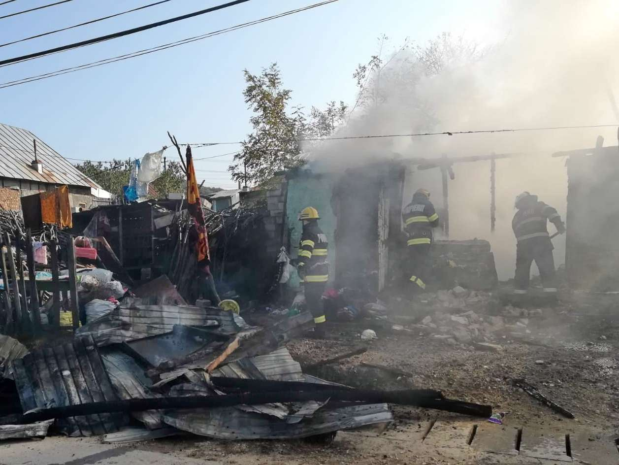 DÂMBOVIȚA: Incendiu la o casă, în comuna Iedera