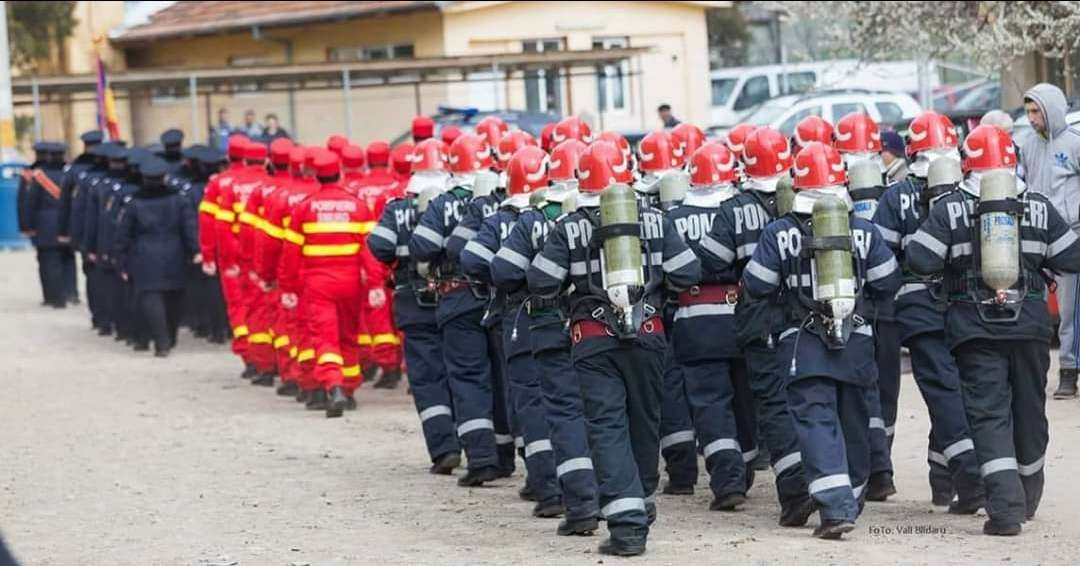 Peste 150 de pompieri militari teleormăneni sunt la datorie, zilnic, în minivacanța prilejuită de Ziua Națională și sărbătoarea Sfântului Andrei