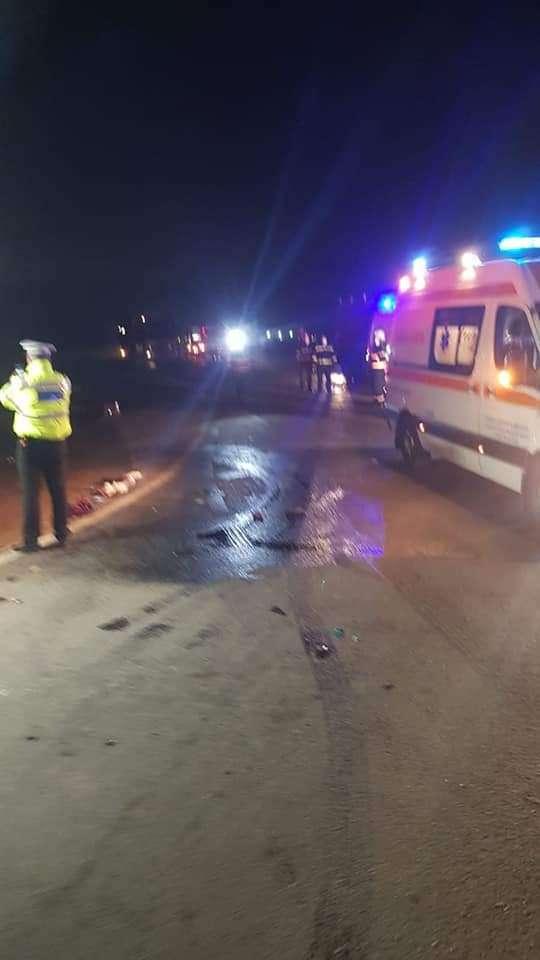 Accident grav pe DN 7. Trei persoane rănite în urma unui accident între un TIR și un autoturism