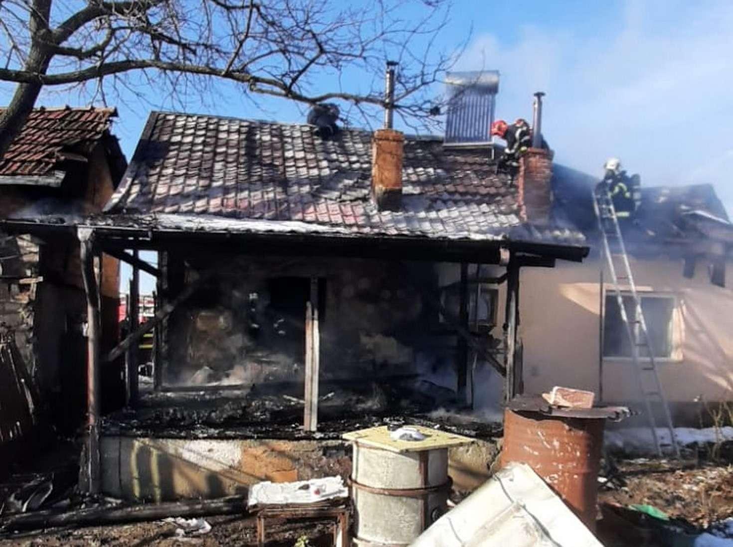 TÂRGOVIȘTE Incendiu la acoperișul unei case din cartierul Priseaca