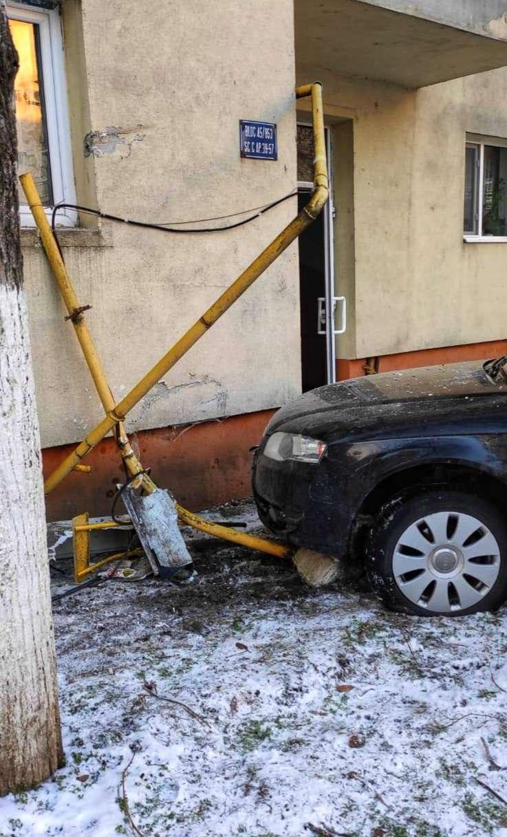 Panică în Giurgiu! Un bloc a fost evacuat după ce un autoturism a rupt țeava de gaze!
