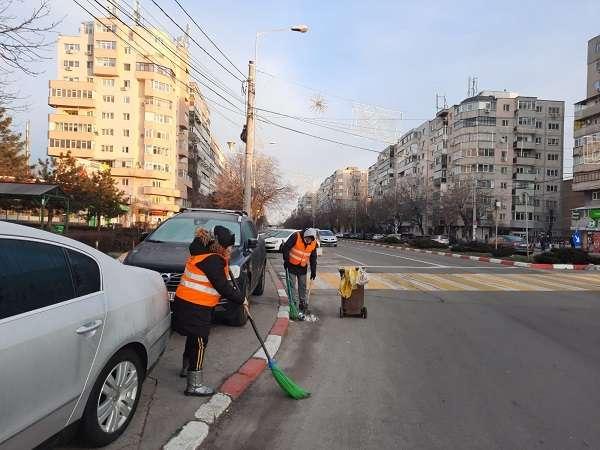 Municipalitatea ploieșteană desfășoară, astăzi, activități de salubrizare pe domeniul  public
