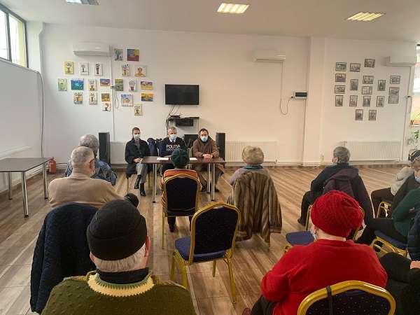 Dâmbovița: Beneficiari de la Clubul Pensionarilor Târgoviște,  informați de polițiștii de la prevenire