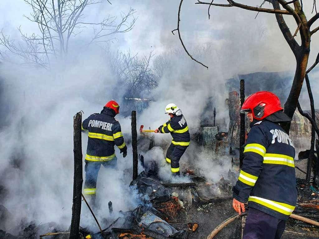 GIURGIU  Incendiu violent la o casă din localitatea Chiriacu! O femeie a suferit arsuri la nivelul feței!