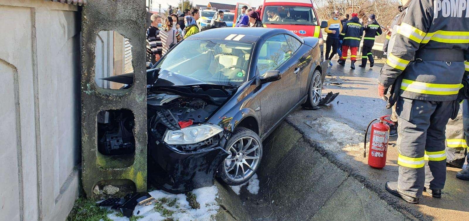 Accident violent în ARGEȘ! Două persoane au fost rănite!