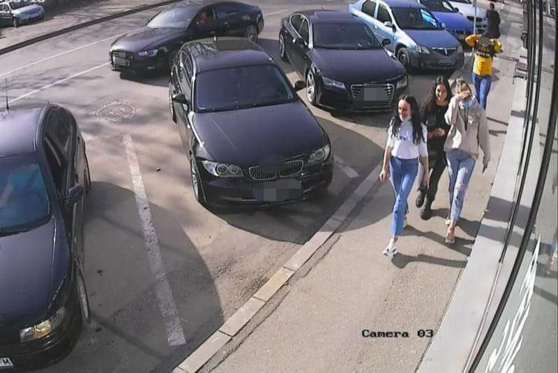 Trei tinere sunt bănuite că au găsit o borsetă cu 13.000 de euro și au făcut-o NEVĂZUTĂ