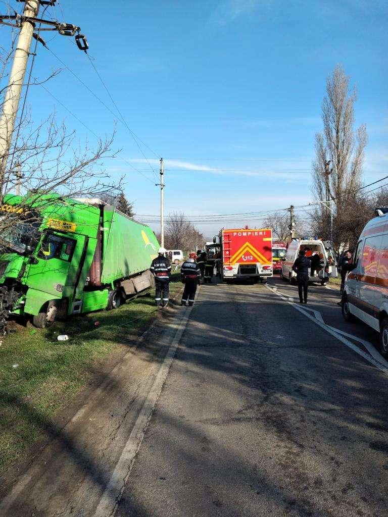 Accident grav pe Drumul Național 21! Cinci persoane au ajuns la spital!