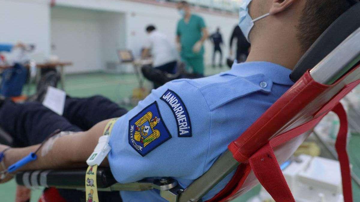 Un jandarm a fost rănit în urma unei intervenții în forță! Agresorul ar fi un bărbat care amenința că se sinucide!