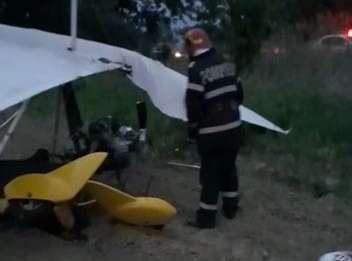 Un deltaplan a aterizat forțat pe un câmp, lângă balastiera Topoloveni