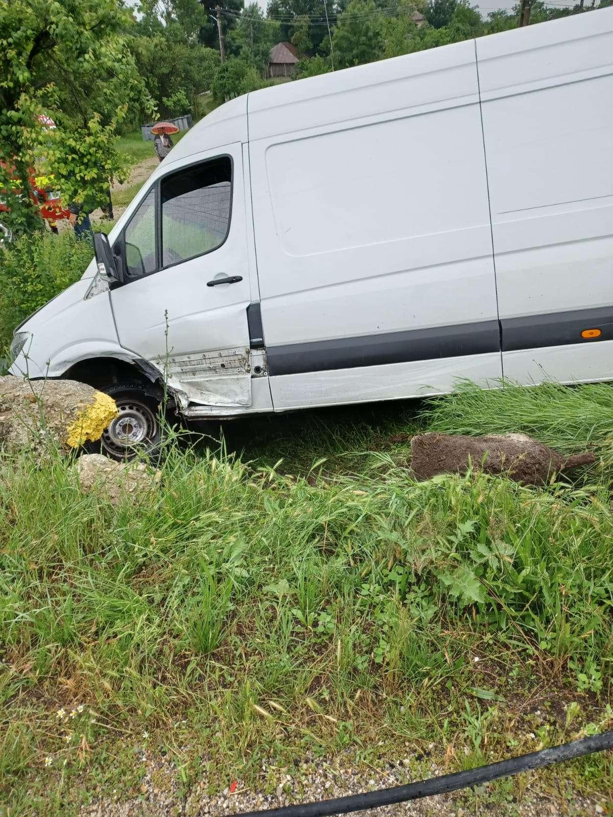 ARGEȘ Accident între un autoturism și o autoutilitară la Ungheni! O persoană a fost rănită!