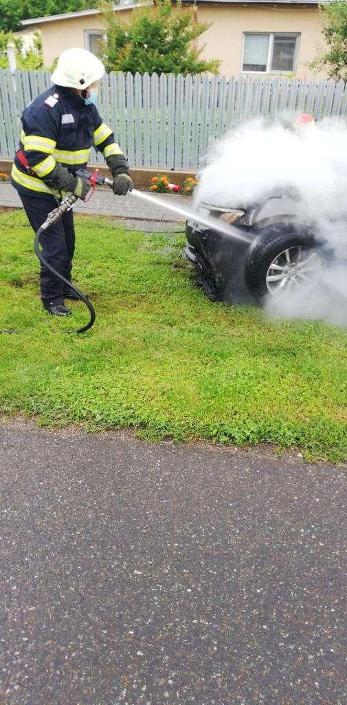 IALOMIȚA Un autoturism a fost cuprins de flăcări din cauza unui scurtcircuit