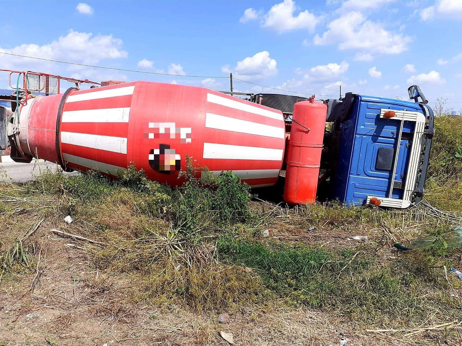 GIURGIU O autobetonieră s-a răsturnat la ieșire din localitatea Mârșa