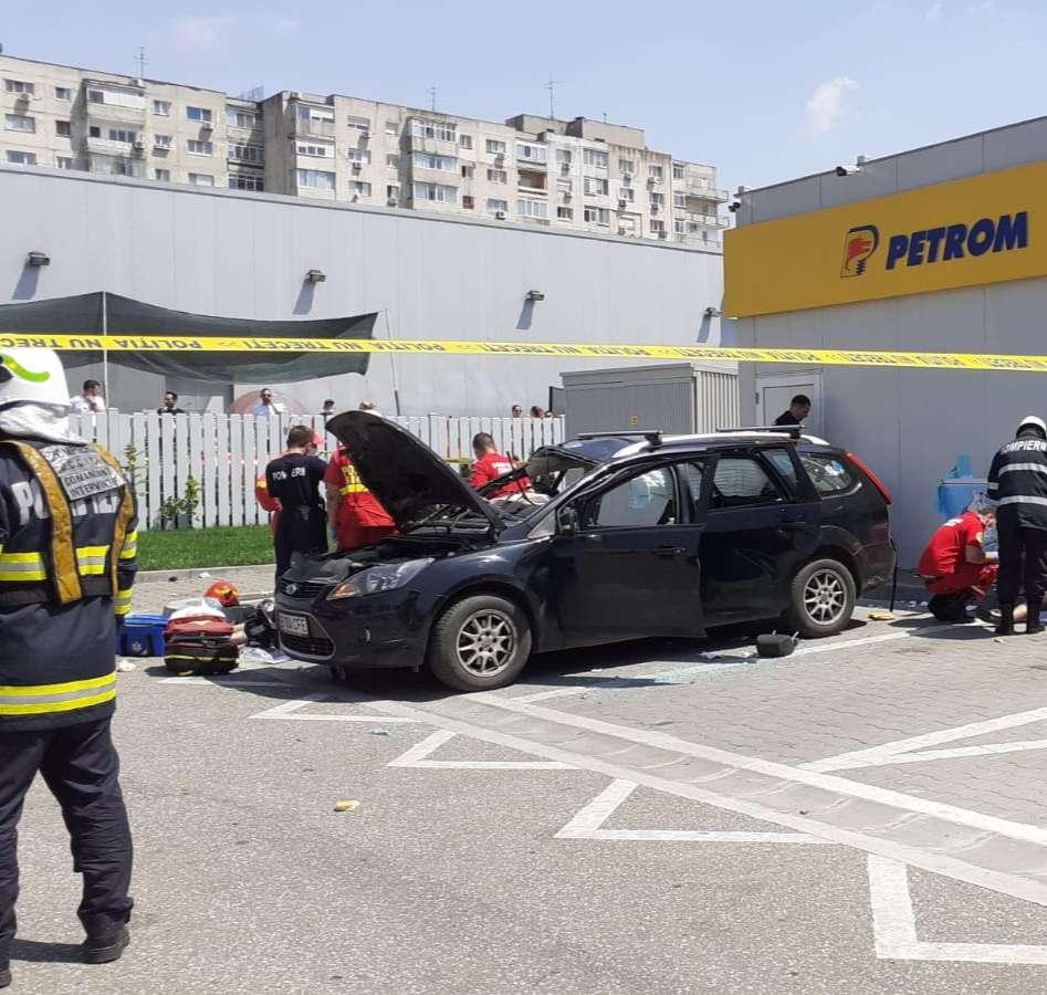 O persoană a decedat iar o alta a fost rănită după ce o butelie aflată în autoturism a explodat.