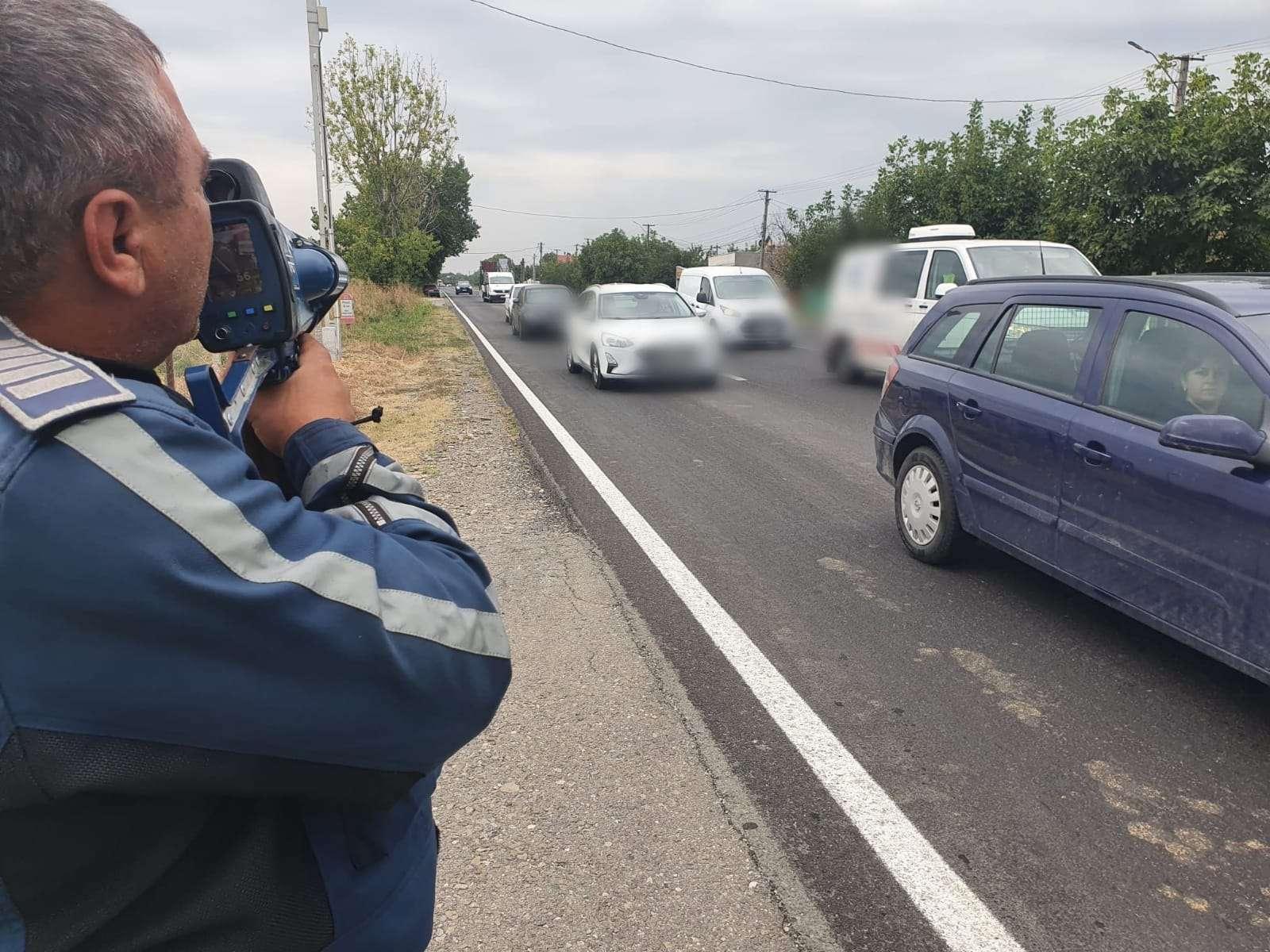 JALE pe Drumul Național 1B! 47 de amenzi aplicate de polițiști în doar 4 ore pentru viteză excesivă